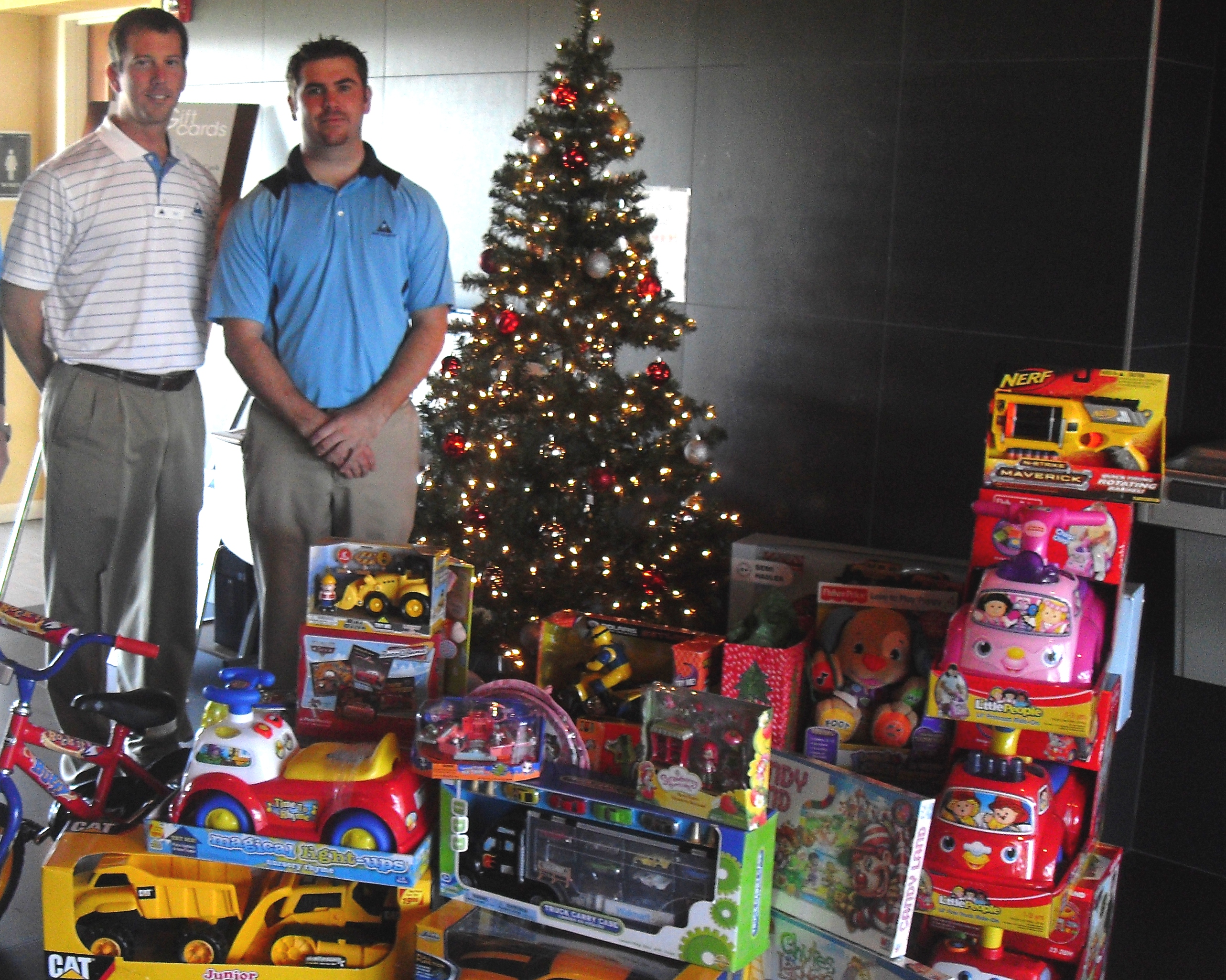 Moody Gardens Holiday Golf Tournament Collects Many Toys